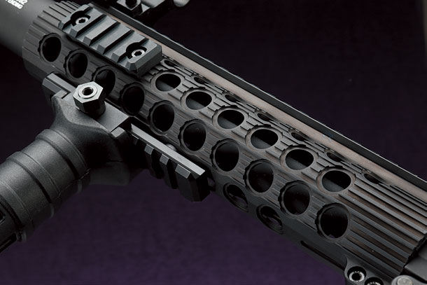 クラシックアーミー「M4 TRX-9 電動ガン」製品レビュー