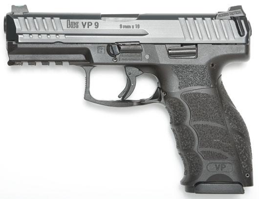 月刊アームズマガジン5月号では、新拳銃についても考察している。写真はほぼ同型のVP9(PHOTO:SHIN)