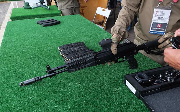 カラシニコフ社 次世代ライフルに迫る! AK-12