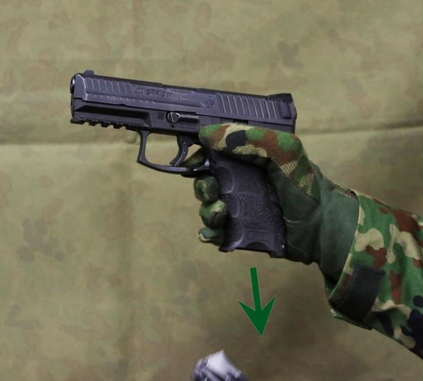 新 拳銃 自衛隊