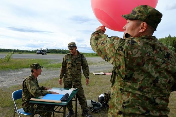 【陸上自衛隊】第1空挺団、アラスカの大空を舞う
